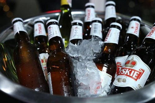 Alcoholic beverages in an ice bucket, 29 October 2019 [Pixabay]