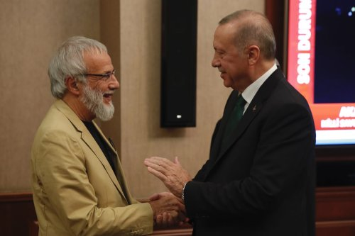 Turkish President Recep Tayyip Erdogan (R) shakes hands with British singer-songwriter Yusuf Islam, formerly known as Cat Stevens (L) prior to their meeting in Ankara, Turkey on 31 October 2019. [Murat Kula - Anadolu Agency]