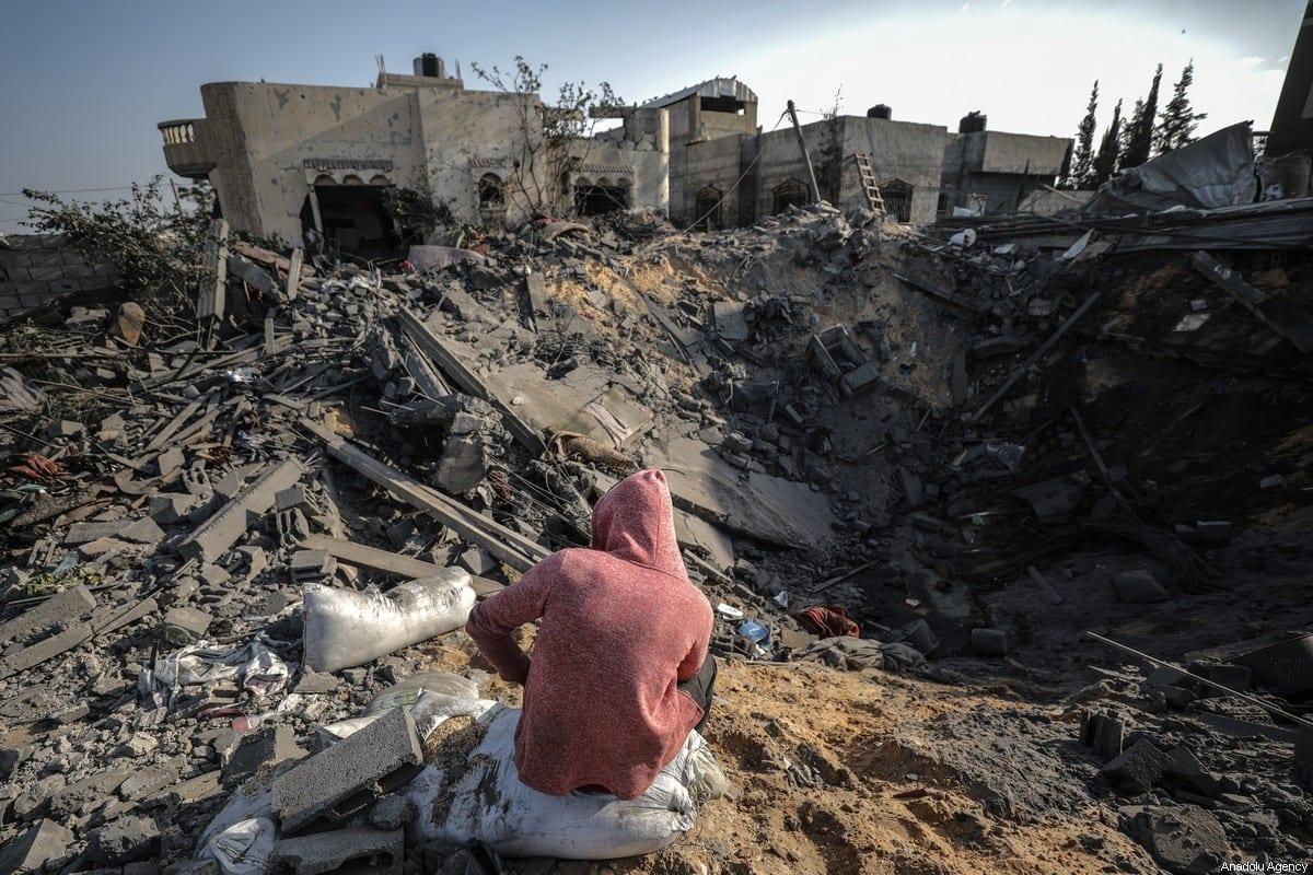People inspect the debris of a building after Israeli air strikes hit the residential area of Khan Yunis, Gaza on 14 November 2019 [Ali Jadallah/Anadolu Agency]