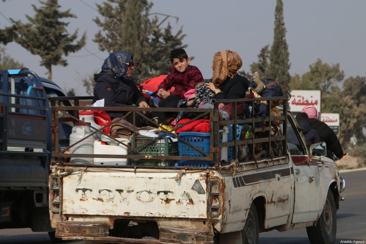 Syrians with their belongings on their way to Syrian-Turkey border as they leave the de-escalation zones on 15 November 2019 [Muhammed Abdullah/Anadolu Agency]