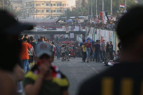 Demonstrators gather at al-Khalani Square during an anti-government protest in Baghdad, Iraq on 15 November, 2019 [Murtadha Sudani/Anadolu Agency]