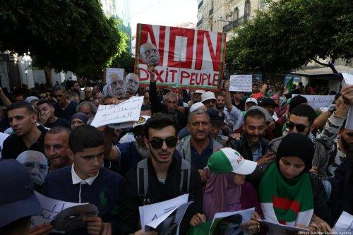 Thousands of Algerians take part in an anti-government demonstration against Bouteflika regime figures in Algiers, Algeria on November 05, 2019. [Farouk Batiche/Anadolu Agency]