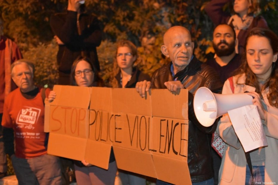 Protesters marching from mayor Mosh Leon's home in West Jerusalem to Paris Square on 16 November 2019