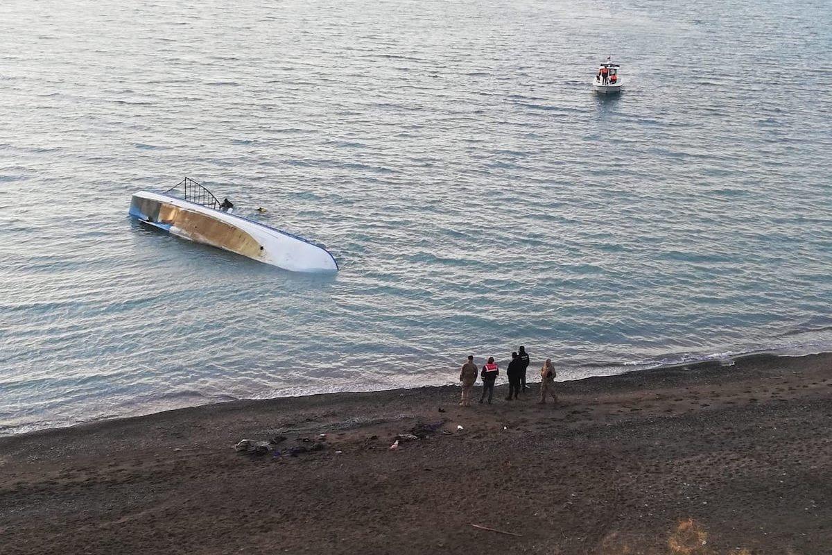 Officials wait at shore of Van Lake after a boat carrying irregular migrants sank on 26 December 2019 in Van, Turkey. [Harun Nacar - Anadolu Agency]