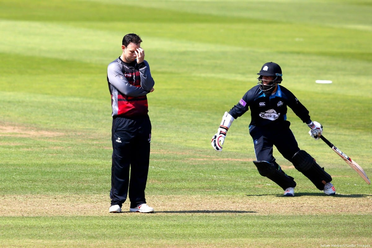 Jim Allenby of Somerset looks despondent with Moeen Ali of Worcestershire behind him during the Royal London One-Day Cup Quarter Final between Somerset and Worcestershire at The Cooper Associates County Ground on 17 August 2016 in Somerset, United Kingdom. [Julian Herbert/Getty Images]