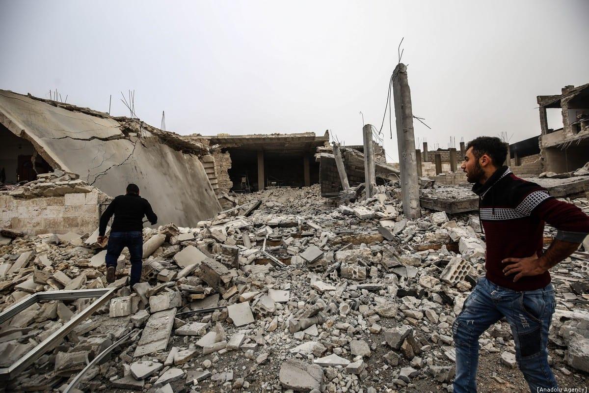 Syrians inspect debris of buildings after warplanes belonging to Assad Regime hit Idlib, Syria on 15 December 2019 [İzzeddin İdilbi/Anadolu Agency]