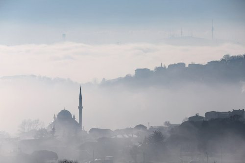 A view from Istanbul as heavy mist blankets Sariyer district in Istanbul, Turkey on 10 January 2020. [Muhammed Enes Yıldırım - Anadolu Agency]
