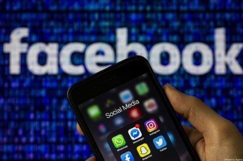 Logos of Facebook Messenger, Instagram, WhatsApp, Facebook, Snapchat and Twitter [Muhammed Selim Korkutata - Anadolu Agency]