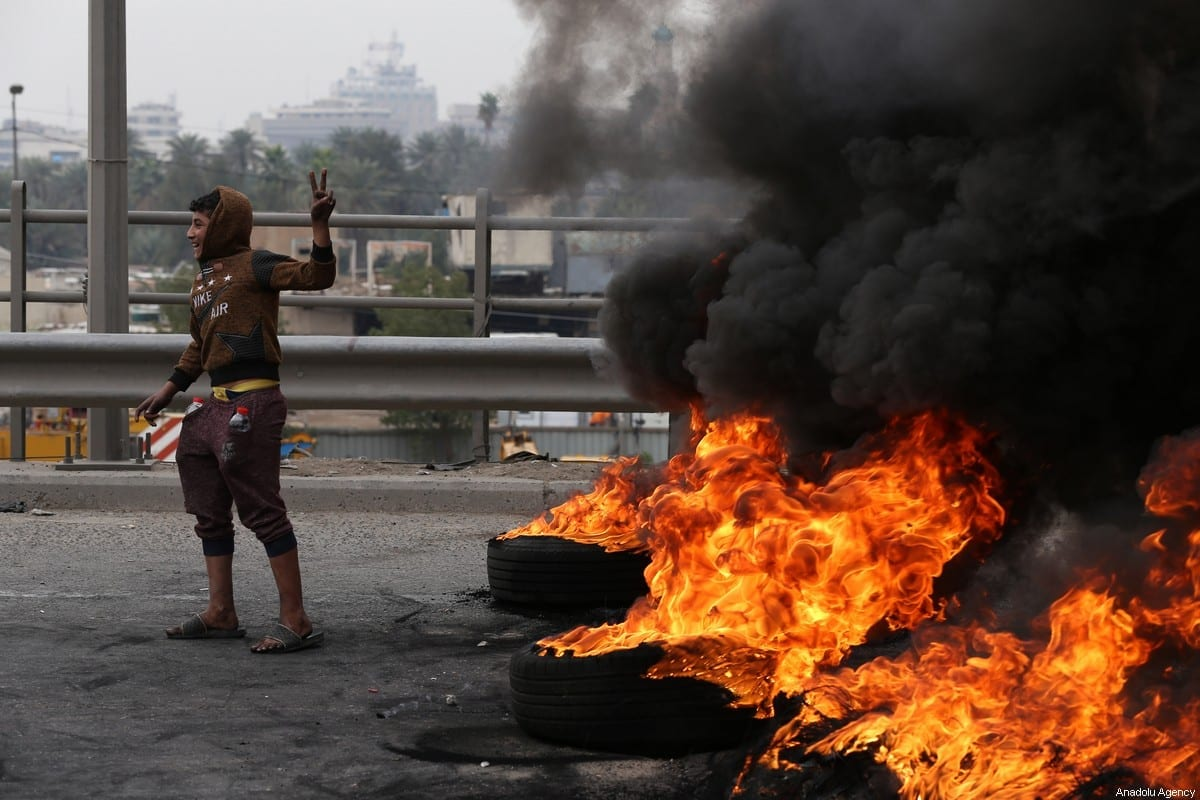 Protesters burn tires to block the road during the anti-government protest in Baghdad, Iraq on 19 January, 2020 [Murtadha Sudani/Anadolu Agency]