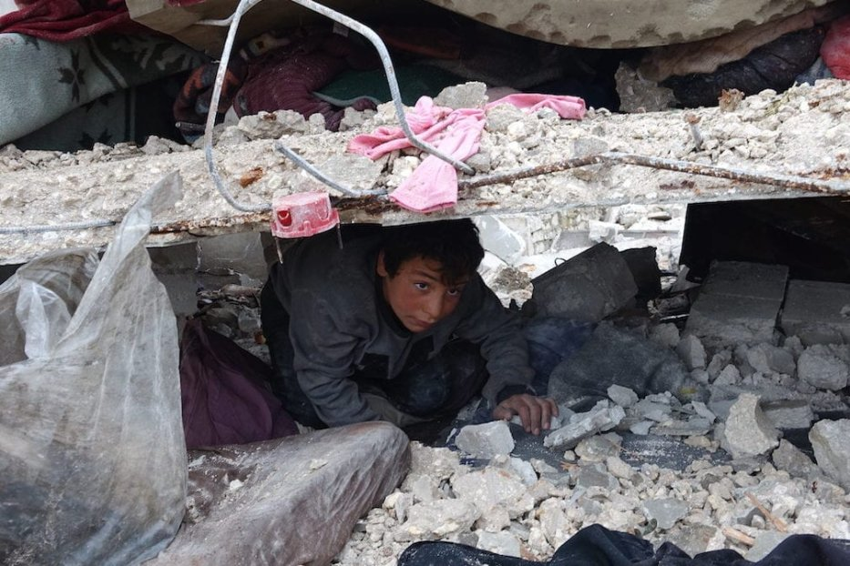 A boy searches his belongings among wreckage of a house is seen after Russian forces carried out air strikes over at Kafr Taal village in Idlib, a de-escalation zone in northwestern Syria, on 20 January 2020. [Ibrahim Dervis - Anadolu Agency]