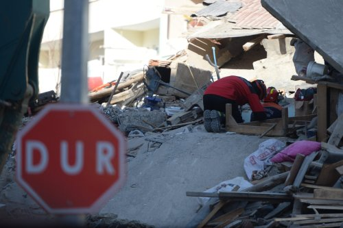 Search and rescue works continue in Turkey after a 6.8-magnitude earthquake jolted eastern Turkish province of Elazig on 26 January 2020 [Halil İbrahim Sincar/Anadolu Agency]