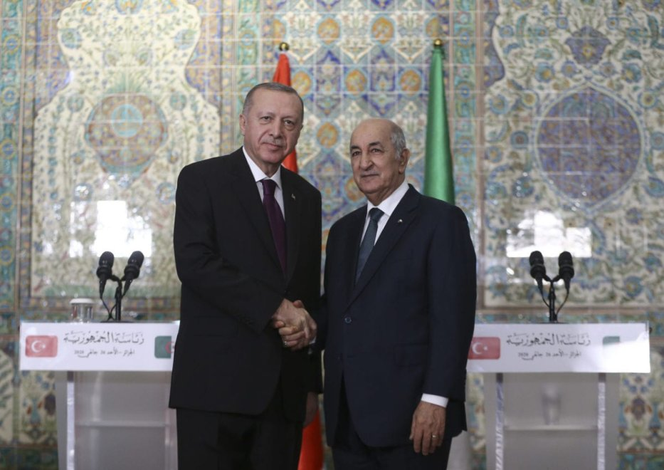 Turkish President Recep Tayyip Erdogan and Algerian President Abdelmadjid Tebboune hold a joint press conference following their meeting at presidential office in Algiers, Algeria on 26 January 2020. [Erçin Top - Anadolu Agency]