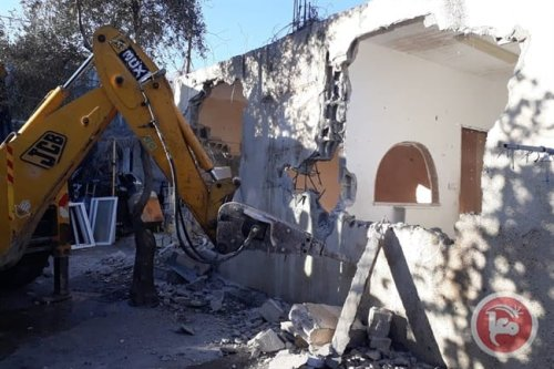 Israel forces Jerusalemite to demolish his home [Maannews]