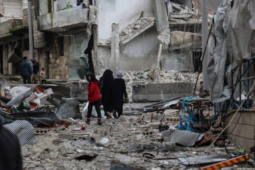 Locals view the collapsed buildings after warplanes hit residential areas in Idlib, Syria on 30 January 2020 [Izzeddin Idilbi/Anadolu Agency]