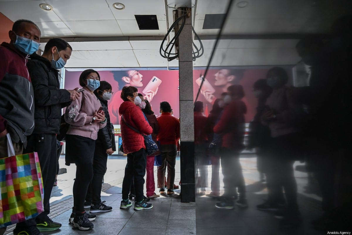 People are seen out of the shop to buy mask on February 1,2020 in Guangzhou, China [Stringer / Anadolu Agency]