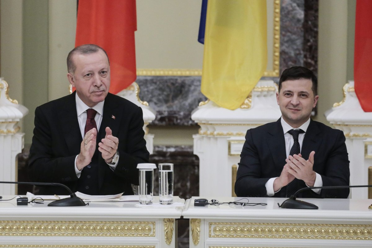 Turkish President Recep Tayyip Erdogan (L) and Ukrainian President Volodymyr Zelensky (R) hold a joint press conference following their meeting at the Mariinsky Palace in Kiev, Ukraine on 3 February, 2020 [Metin Aktaş/Anadolu Agency]