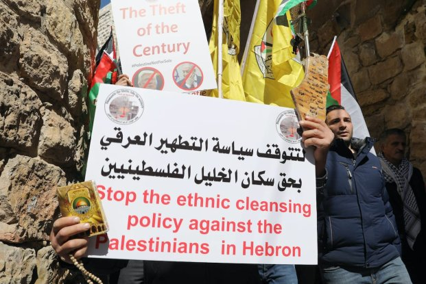 Palestinian protesters demonstrate against illegal Israeli settlements, in front of a checkpoint in Hebron, West Bank on February 28, 2020. ( Mamoun Wazwaz - Anadolu Agency )