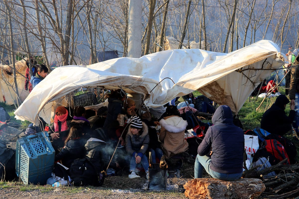 Irregular migrants, who want to proceed to Europe wait at the Turkish side and the buffer zone between the Greek Kastanies and Turkish Pazarkule border gates, on 29 February 2020, Edirne, Turkey. [Cihan Demirci - Anadolu Agency]
