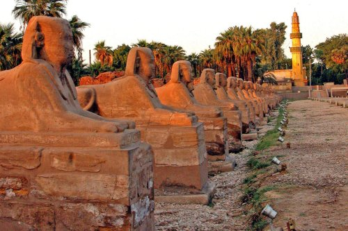 The avenue of Sphinxes at Luxor Temple, as seen on September 28, 2004 [Dennis Jarvis / Flickr]