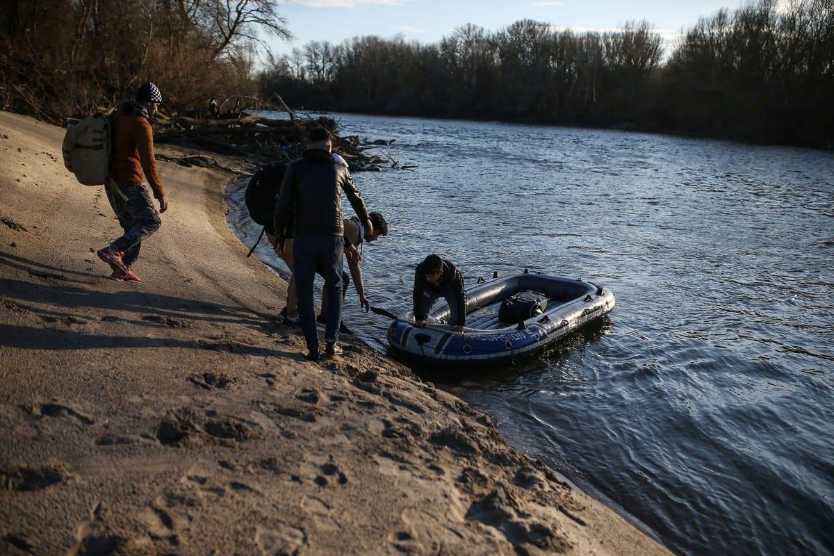 Migrants use an inflatable boat to reach Greek side of Evros River, in Edirne, Turkey on 28 February 2020 [Onur Çoban/Anadolu Agency]