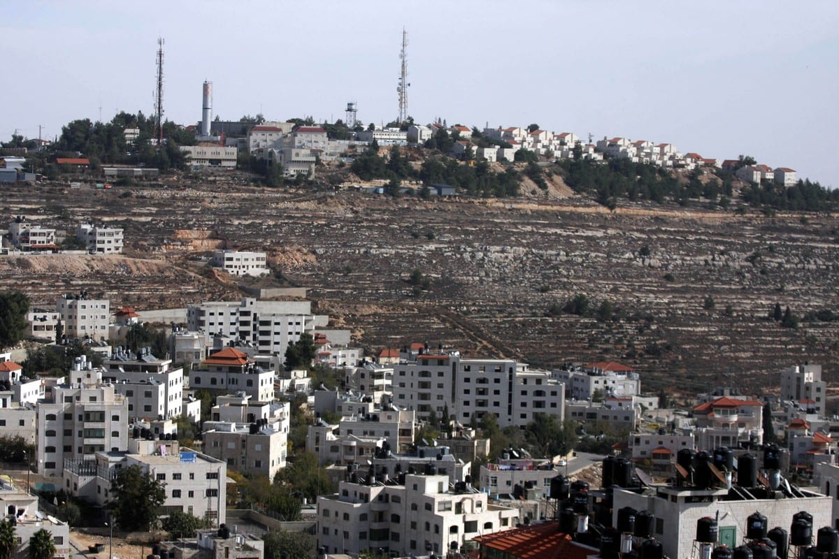 "A view of the illegal settlement known to Israelis as ""Pisagot"" (background) and the Palestinian of Al-Bireh city is seen near the West Bank city of Ramallah on December 9,2010 [Issam Rimawi / ApaImages]"
