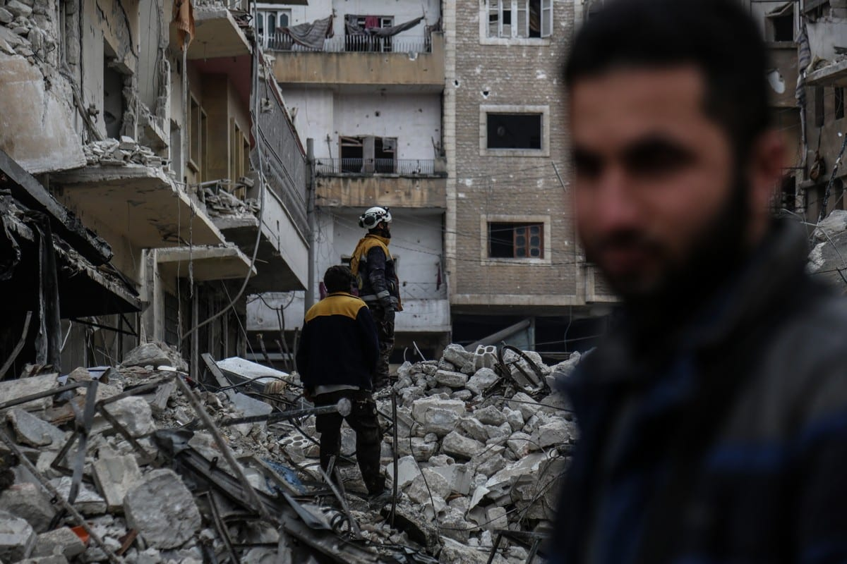 Civil defence crews conduct search and rescue works after air strikes hit residential areas in Idlib, Syria on 30 January 2020 [Izzeddin Idilb/ Anadolu Agency