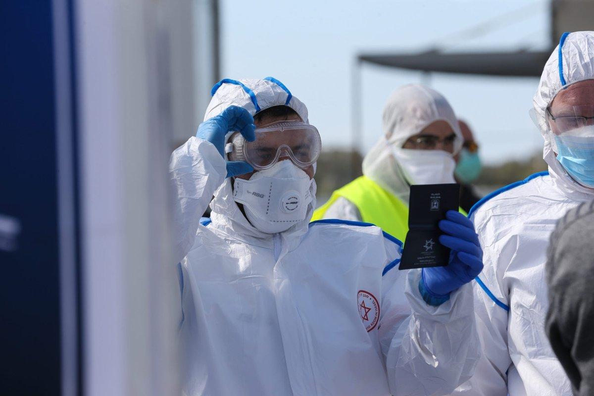 Israelis wear masks following the coronavirus outbreak in Israel on 2 March 2020 [Mostafa Alkharouf/Anadolu Agency]