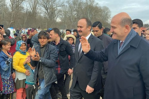 Turkish Interior Minister, Suleyman Soylu meets with asylum seekers waiting at the Pazarkule Border Gate as he Suleyman Soylu inspects the Turkish-Greek border in Edirne, Turkey on 5 March 2020 [Hakan Mehmet Şahin - Anadolu Agency]
