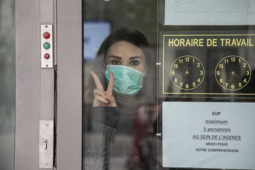 People wear masks as a preventive measure against coronavirus (Covid-19) pandemic in Tunis, Tunisia on 17 March 2020 [Yassine Gaidi/Anadolu Agency]