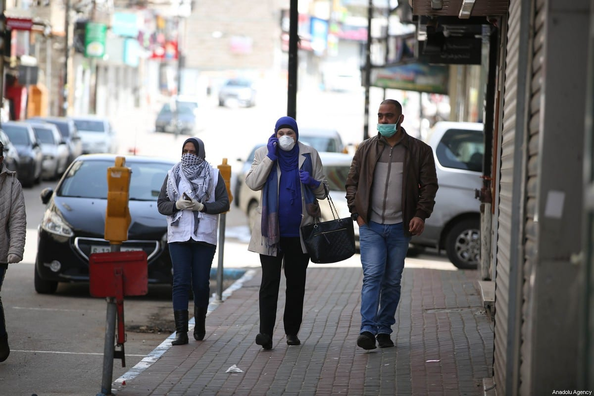 People wearing face masks as a measure against coronavirus (COVID-19) in Ramallah, West Bank on 23 March 2020 [İssam Rimawi/Anadolu Agency]