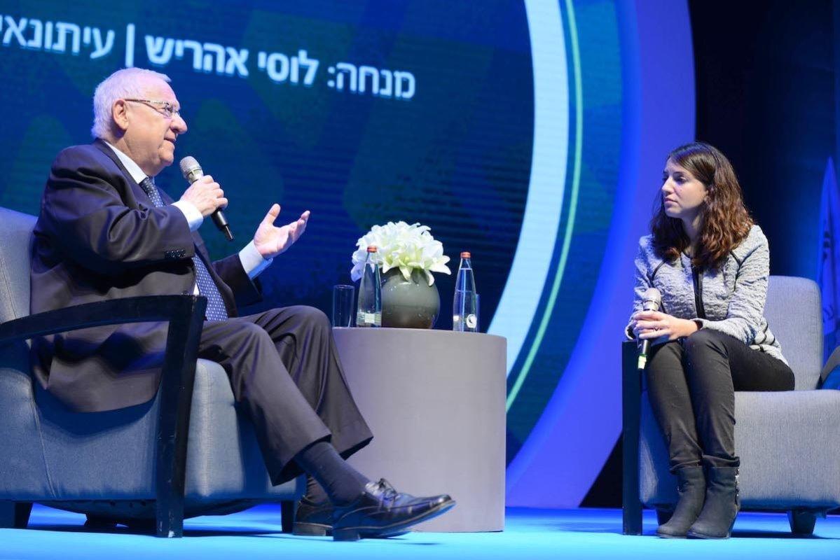 Palestinian-Israeli news presenter Lucy Aharish with Israeli president Reuven Rivlin, on 23 November 2015 [Wikimedia]