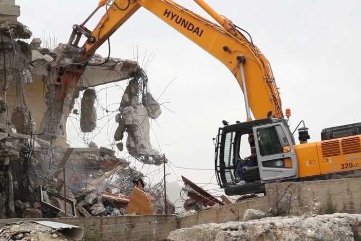 Israeli occupation orders the demolition of a Palestinian house because it was overlooking the illegal Israeli settlement of Pisgat Ze'ev [Shehab Agency]