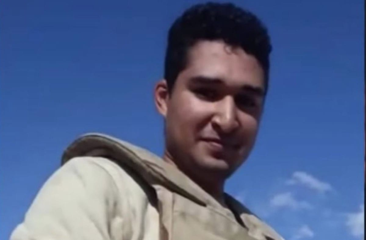 Egyptian soldier Abdulrahman of military battalion #103, recorded himself mutilating the corpse [Twitter]