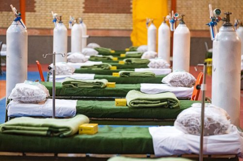 A general view of a field hospital, set up in a sports hall with two hundreds bed by Iranian military for the coronavirus patients in Tabriz, Iran on 2 April 2020. [Stringer - Anadolu Agency]