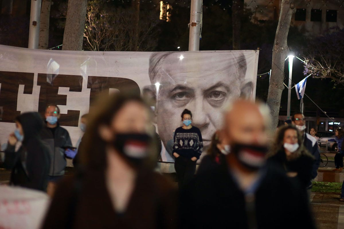 Israelis demonstrate against Prime Minister Benjamin Netanyahu due to his upcoming trial for corruption, keeping two metres apart under coronavirus (Covid-19) restrictions in Tel Aviv, Israel on April 25, 2020. [Daniel Bar On - Anadolu Agency]