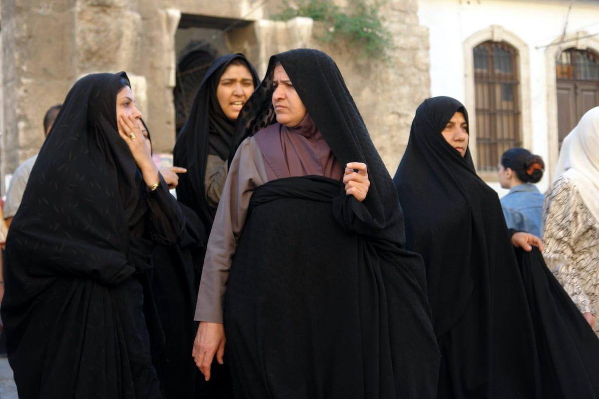 Iranian shia pilgrims, Sayyidah Zaynab Mosque, Damascus Governorate, Syria on 27 April 2008 [Wikipedia]