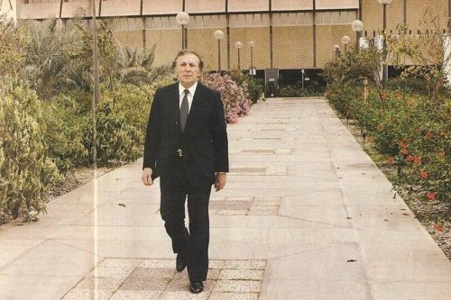 Nizar Qabbani in Baghdad, Iraq in 1985 [Gorgeous Old/Twitter]