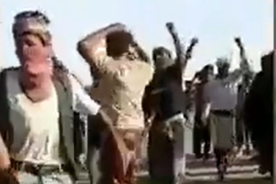 Saudi-backed fighters protest the Yemen border fronts over unpaid wages on 22 April 2020 [Al Jazeera/Twitter]
