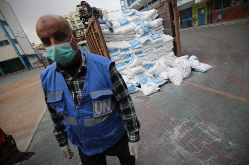 UNRWA distributes food aid to families in Gaza, 2 April 2020 [Mohammed Asad/Middle East Monitor]