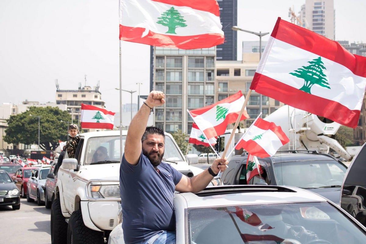 Lebanese protesters rally over the worsening economic crisis in Beirut, Lebanon on 21 April 2020 [nicfrakesjourno/Twiter]
