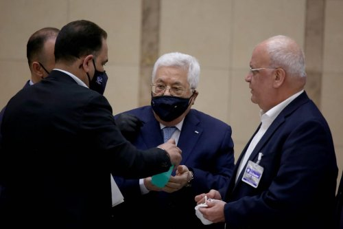 Palestinian President Mahmoud Abbas wearing a mask as a precaution against coronavirus (Covid-19) attends a leadership meeting in Ramallah, West Bank on 20 May 2020. [Issam Rimawi - Anadolu Agency]
