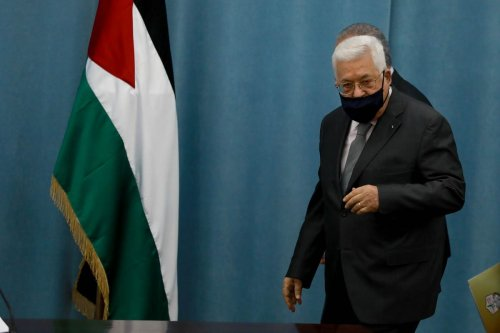 Palestinian President Mahmoud Abbas wearing a face mask as a precaution against the coronavirus (COVID-19) pandemic in Ramallah, West Bank on 7 May 2020 [Issam Rimawi/Anadolu Agency]