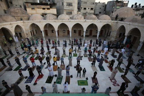 Palestinians perform Eid prayers in Gaza on 24 May 2020 [Mohammed Asad/Middle East Monitor]