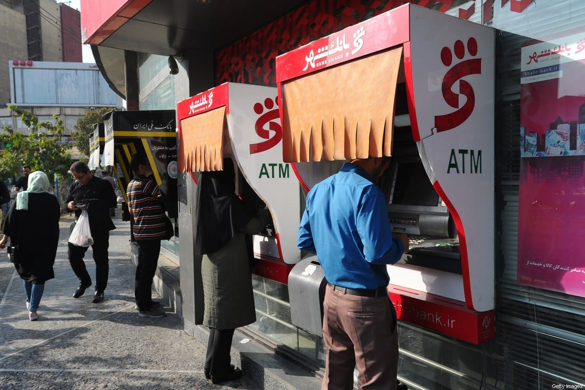 Iranians withdraw money from ATM cash machines in Tehran, Iran on 18 September 2018 [Scott Peterson/Getty Images]