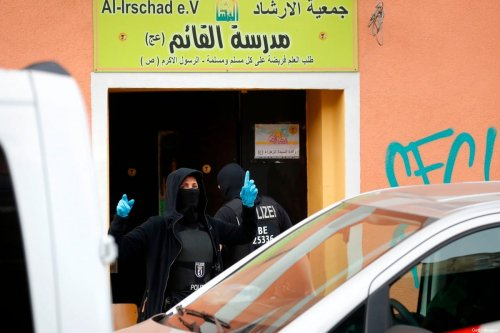 German Police during a raid on associations linked to Hezbollah following the country's on Hezbollah on 30 April 2020 in Berlin, Germany [ODD ANDERSEN/AFP/Getty Images]