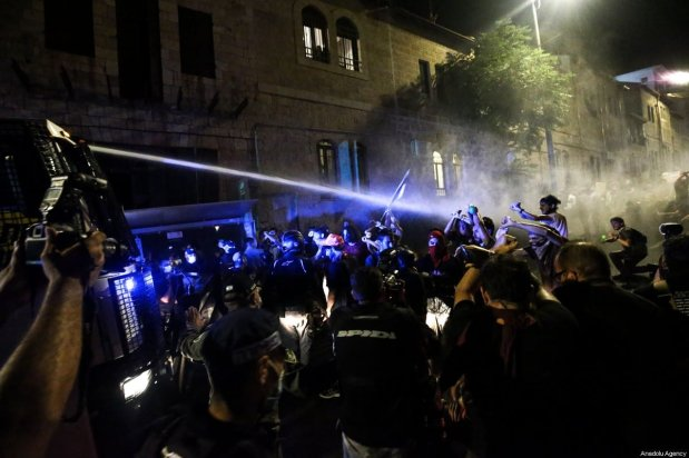 Israeli security forces use water canons on protesters calling for Benjamin Netanyahu's resignation in front of Prime Minister's Residence in Western Jerusalem on July 18, 2020 [Mostafa Alkharouf / Anadolu Agency]