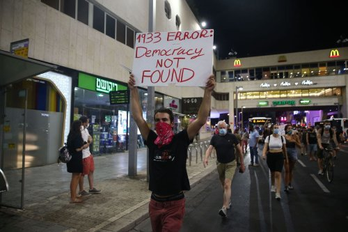 People stage a protest against Israeli Prime Minister Benjamin Netanyahu, demanding his resignation over corruption cases and deterioration in economic conditions, in front of Israeli Public Security Minister Amir Ohana's house in Tel Aviv, Israel on 29 July 2020. [Mostafa Alkharouf - Anadolu Agency]