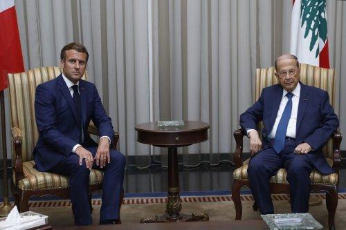 French President Emmanuel Macron (L) and Lebanese President Michel Aoun in Beirut, Lebanon on 6 August 2020 [Lebanese Presidency/Anadolu Agency]