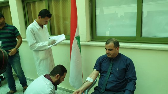 Palestinians donate blood in Khan Younis for the people of Lebanon. [Hasan Eslayeh]