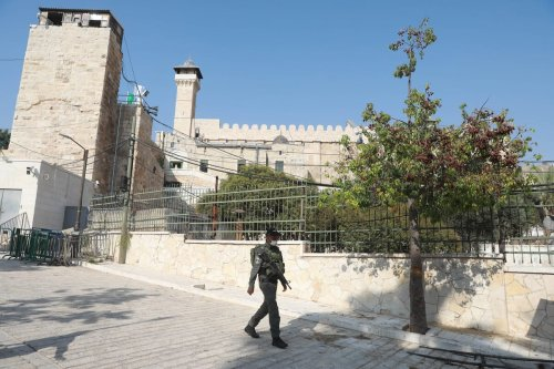 A view of Ibrahimi Mosque and an Israeli soldier patrolling the area are seen in Hebron, West Bank on September 01, 2020 [Issam Rimawi - Anadolu Agency]